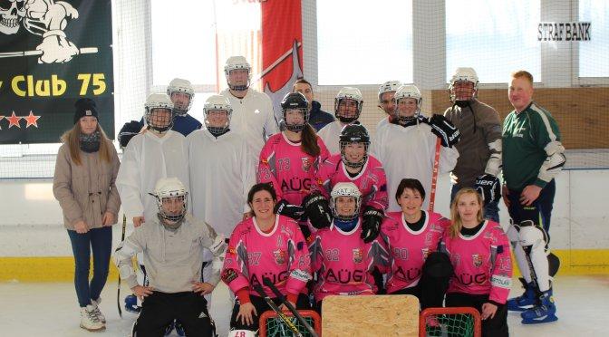 """Flemsdorfer """"Hai-Heels"""" gemeinsam mit den Crussower Fußballfrauen und Männern auf dem Eis"""